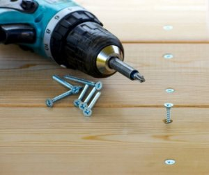 drill-with-wood-screw